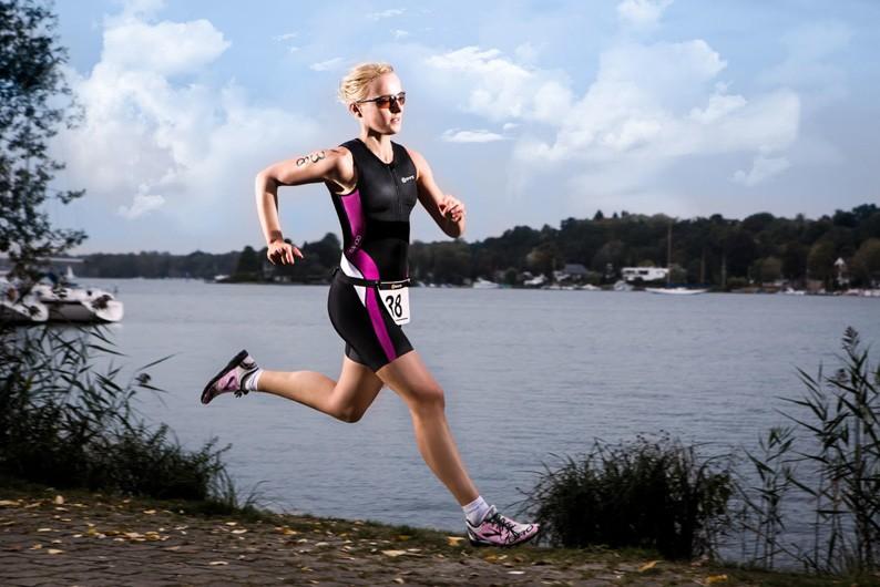 Laufen Training Foto Eiswuerfelimschuh Triathlon-W-SKINS_NEW