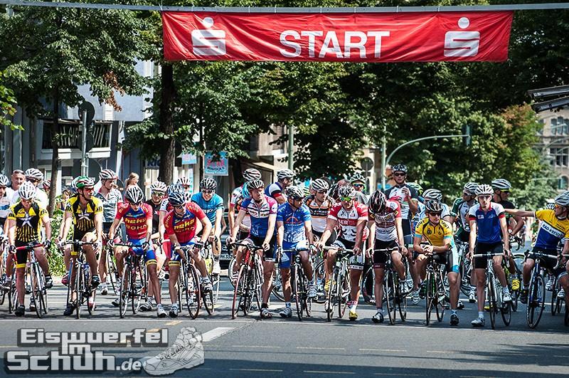 Eiswuerfelimschuh Rollbergrennen Berlin Radrennen (14)
