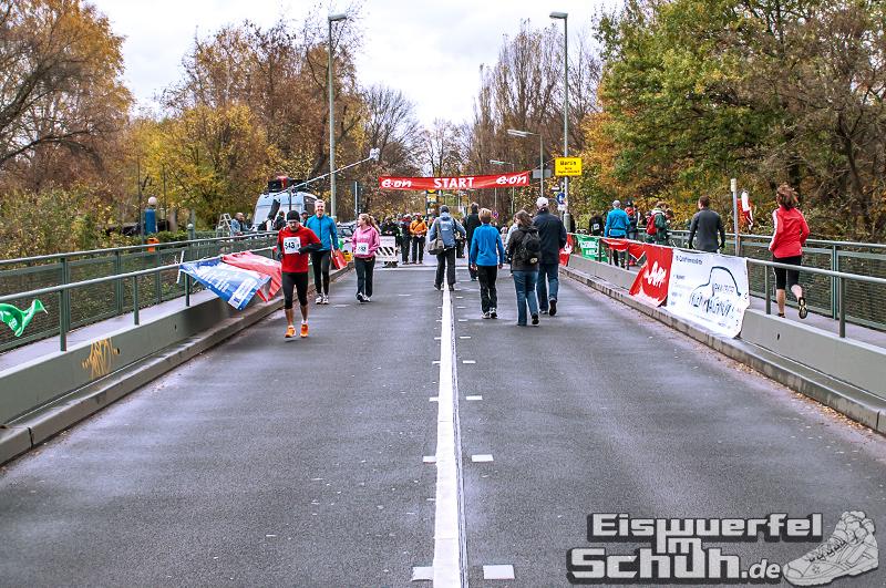 Eiswuerfelimschuh Teltowkanal Halbmarathon Lauf Wettkampf (2)