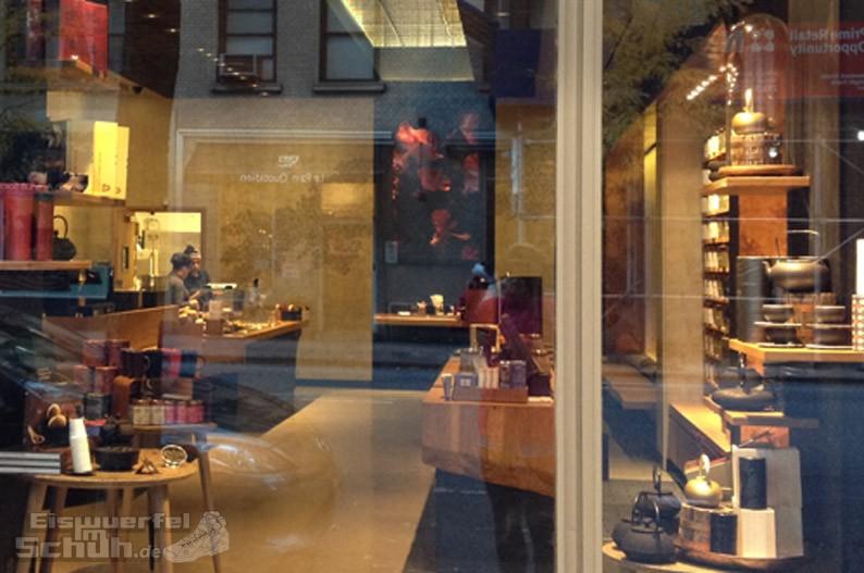 Eiswuerfelimschuh_NewYork_Starbucks-Tee_Teavana-Manhattan