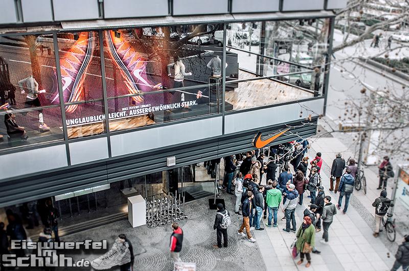 Eiswuerfelimschuh NIKE Store Berlin Opening Carl Lewis (01)