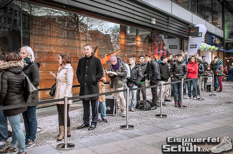 Eiswuerfelimschuh NIKE Store Berlin Opening Carl Lewis (03)