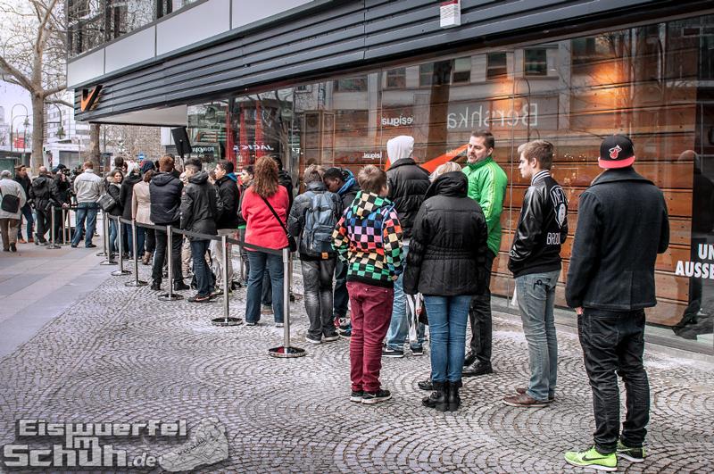 Eiswuerfelimschuh NIKE Store Berlin Opening Carl Lewis (04)