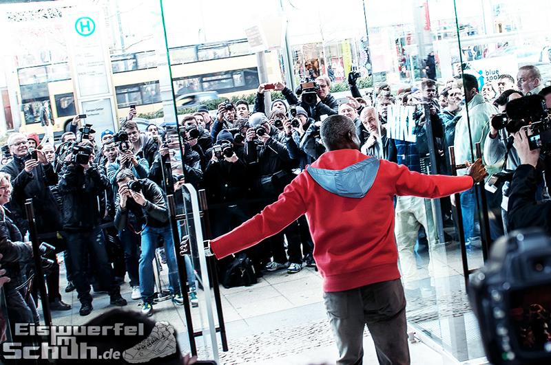Eiswuerfelimschuh NIKE Store Berlin Opening Carl Lewis (11)