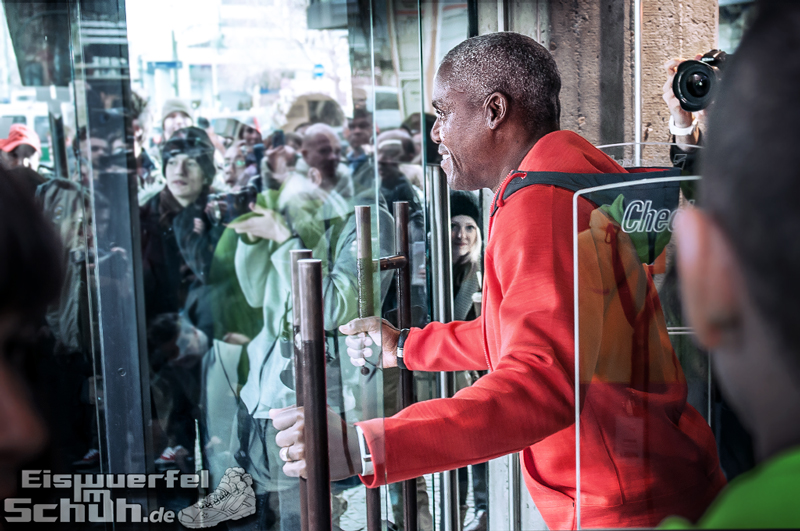 Eiswuerfelimschuh NIKE Store Berlin Opening Carl Lewis (13)