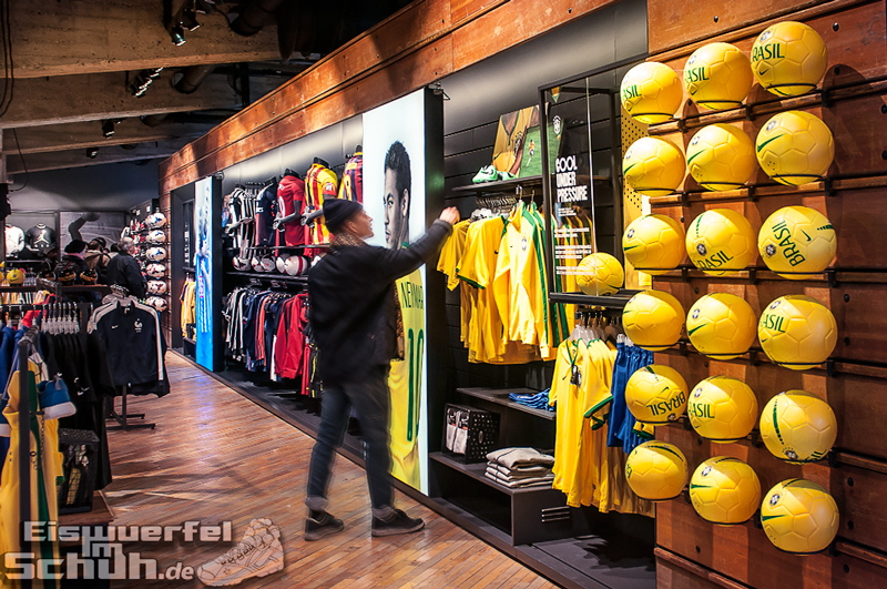 Eiswuerfelimschuh NIKE Store Berlin Opening Carl Lewis (79)