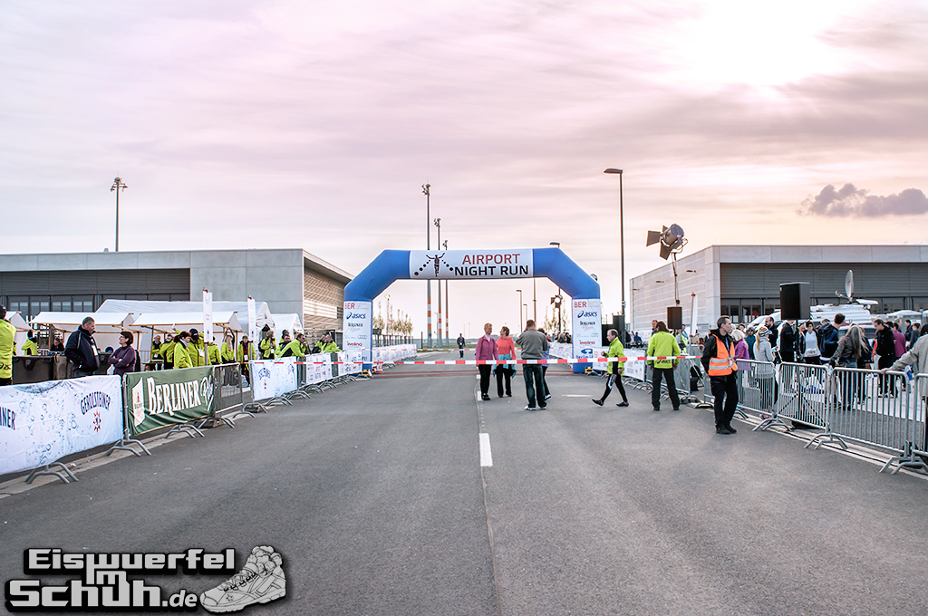 EISWUERFELIMSCHUH – BER AIRPORT NIGHT RUN Berlin Halbmarathon (08)