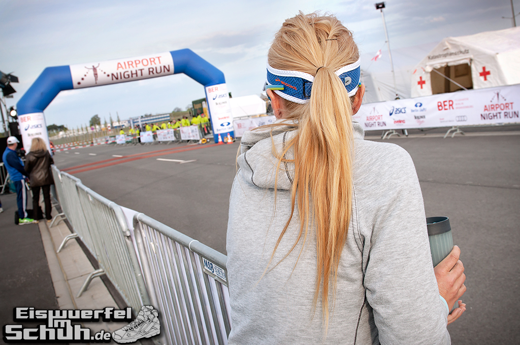 EISWUERFELIMSCHUH – BER AIRPORT NIGHT RUN Berlin Halbmarathon (09)