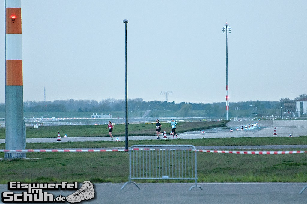 EISWUERFELIMSCHUH – BER AIRPORT NIGHT RUN Berlin Halbmarathon (16)