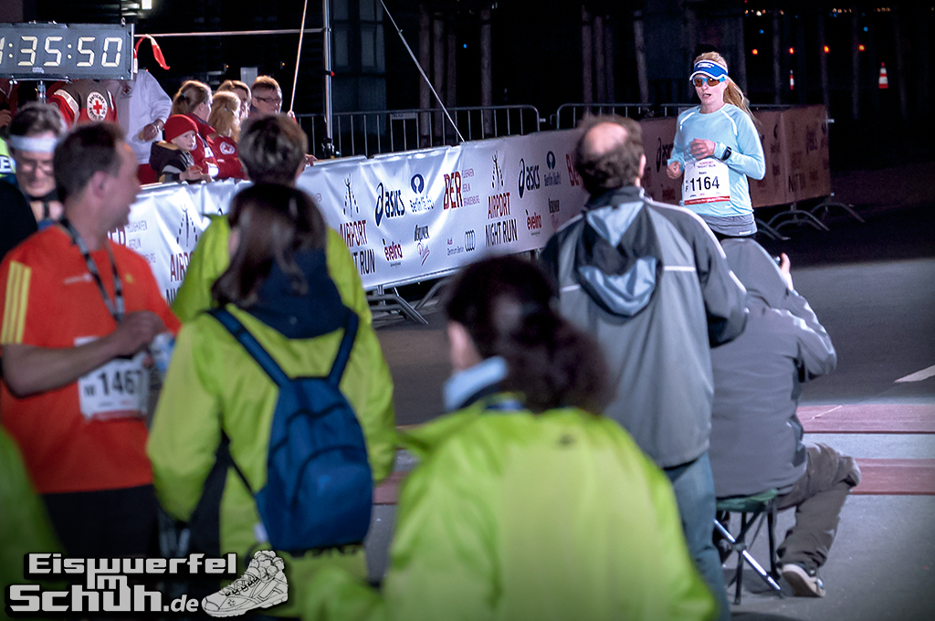 EISWUERFELIMSCHUH – BER AIRPORT NIGHT RUN Berlin Halbmarathon (21)