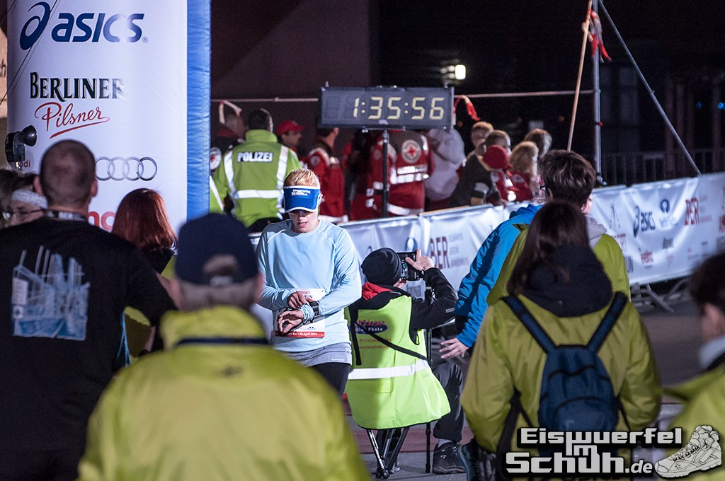 EISWUERFELIMSCHUH – BER AIRPORT NIGHT RUN Berlin Halbmarathon (22)