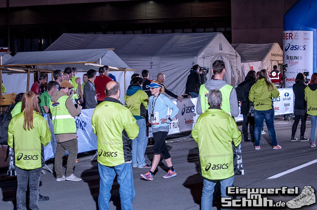 EISWUERFELIMSCHUH – BER AIRPORT NIGHT RUN Berlin Halbmarathon (23)