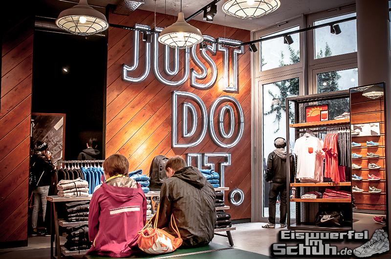 EISWUERFELIMSCHUH – NIKE FREE BERLIN Running Store Opening Mitte  (02)