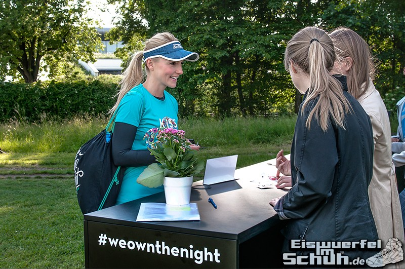 EISWUERFELIMSCHUH – NIKE We Own The Night Women Run Lauf Event Berlin 2014 (11)