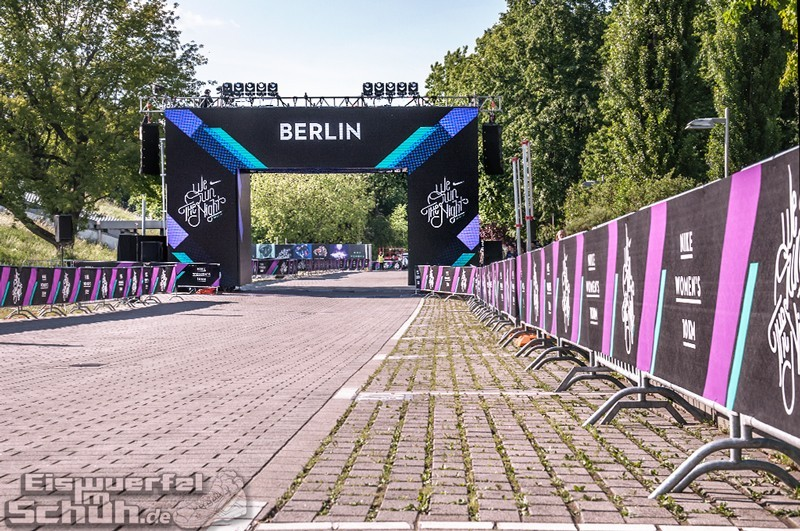EISWUERFELIMSCHUH – NIKE We Own The Night Women Run Lauf Event Berlin 2014 (4)