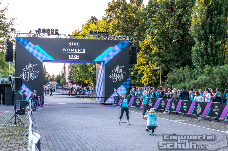 EISWUERFELIMSCHUH – NIKE We Own The Night Women Run Lauf Event Berlin 2014 (76)