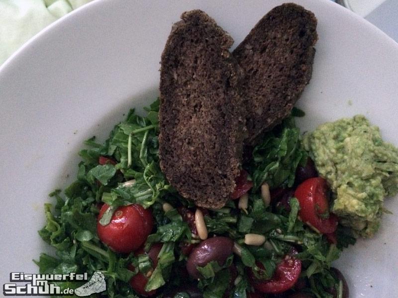 Eiswuerfelimschuh-Läufer-Laufen-Mandel-Chia-Brot-Vegan-Fit-Healthy-Veggies