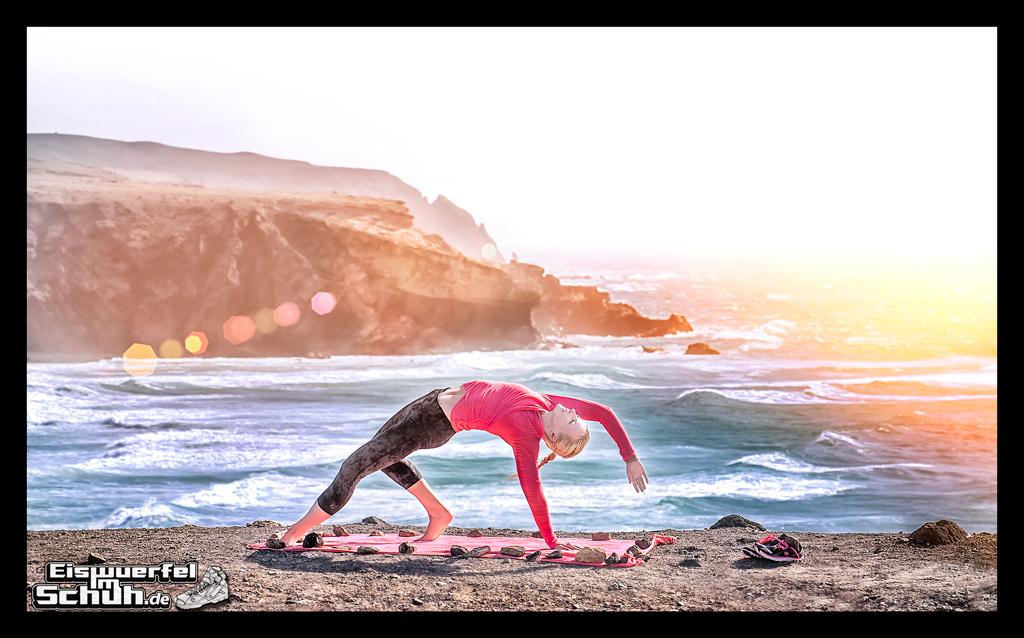 EISWUERFELIMSCHUH - YOGA Motivation Ocean Beach Summer Sun Cliff (1)