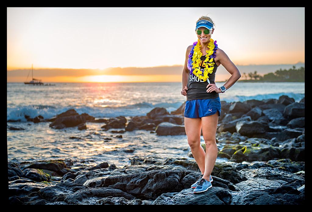 Kona Big Island Sonnenuntergang Triathletin am Strand