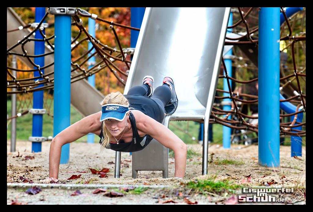 EISWUERFELIMSCHUH - Reebok BeMoreHuman Spiel Fitness Laufen Workout (3)