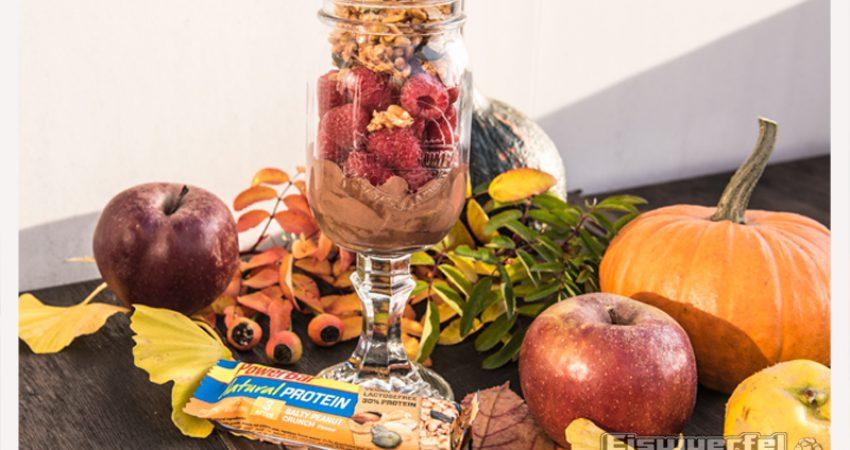 Eiswuerfel Im Schuh kocht – schnell! Schokoladen Nusscreme mit Früchten & Müsli Crumbles (vegan & zuckerfrei)
