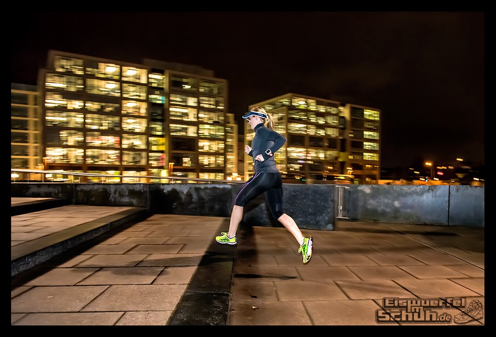 EISWUERFELIMSCHUH – Nacht Lauf 1 Stadt Night Run City Berlin Mizuno Salming Garmin (10)