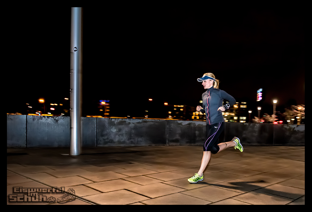 EISWUERFELIMSCHUH – Nacht Lauf 1 Stadt Night Run City Berlin Mizuno Salming Garmin (9)
