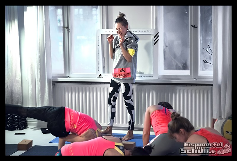 EISWUERFELIMSCHUH – ADIDAS Stella McCartney Collection Berlin Yoga (42)
