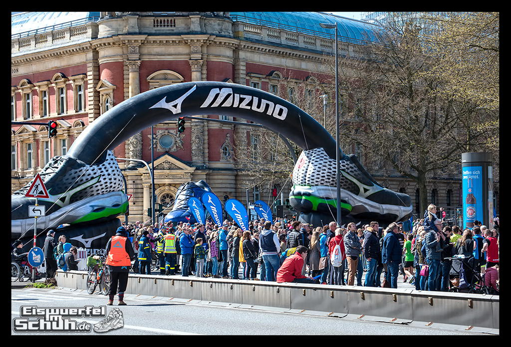EISWUERFELIMSCHUH – Hamburg Marathon Laufen Haspa Mizuno (18)