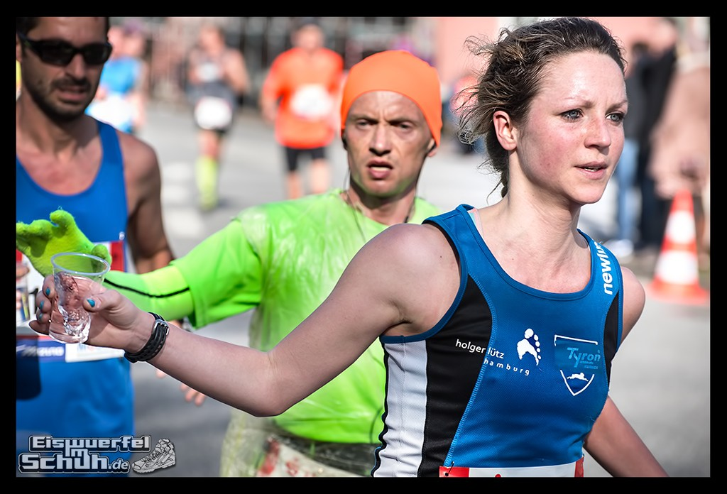 EISWUERFELIMSCHUH – Hamburg Marathon Laufen Haspa Mizuno (27)