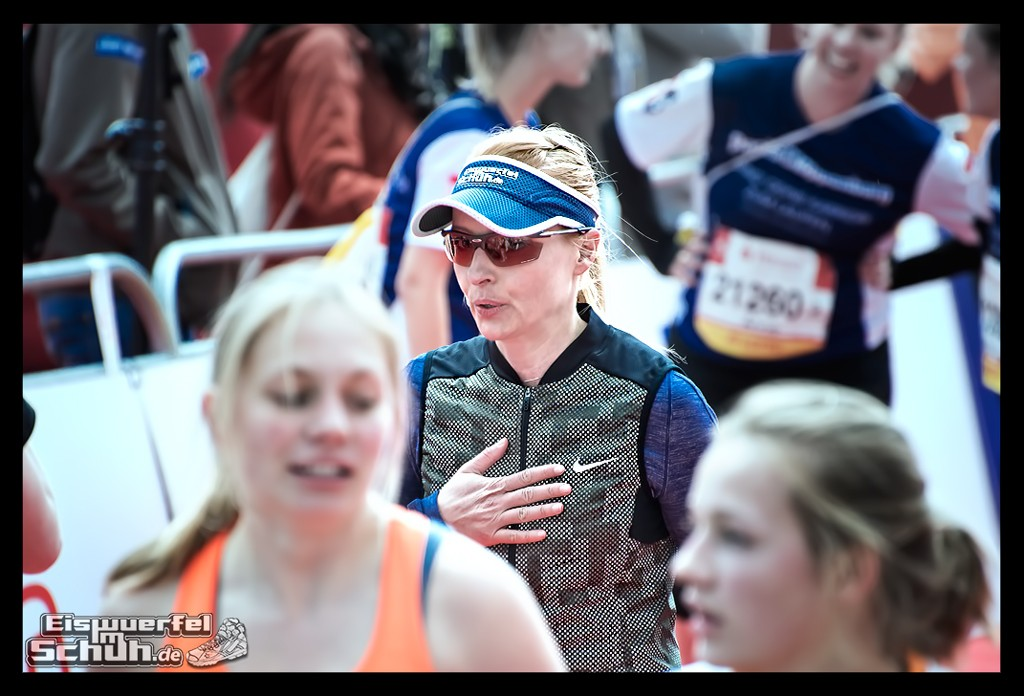 EISWUERFELIMSCHUH – Hamburg Marathon Laufen Haspa Mizuno (78)