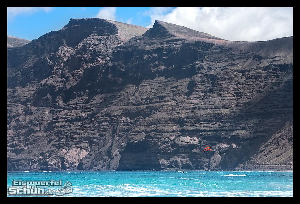 EISWUERFELIMSCHUH – Surfgeschichten Lanzarote Famara Surfen Kite I (11)