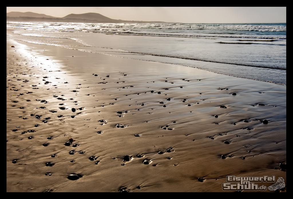 EISWUERFELIMSCHUH – Surfgeschichten Lanzarote Famara Surfen Kite I (68)