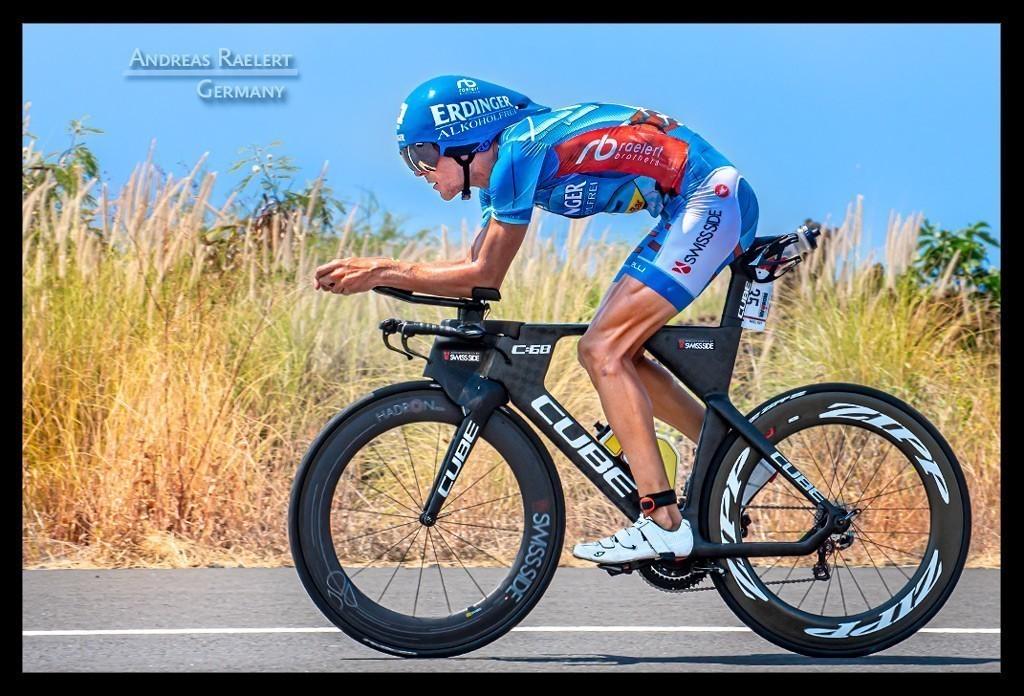 Ironman World Championship Andreas Raelert in Kona auf der Radstrecke auf der Landstraße