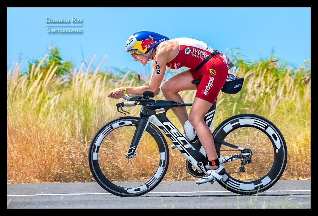 Ironman World Championship Daniela Ryf in Kona auf der Radstrecke auf der Landstraße