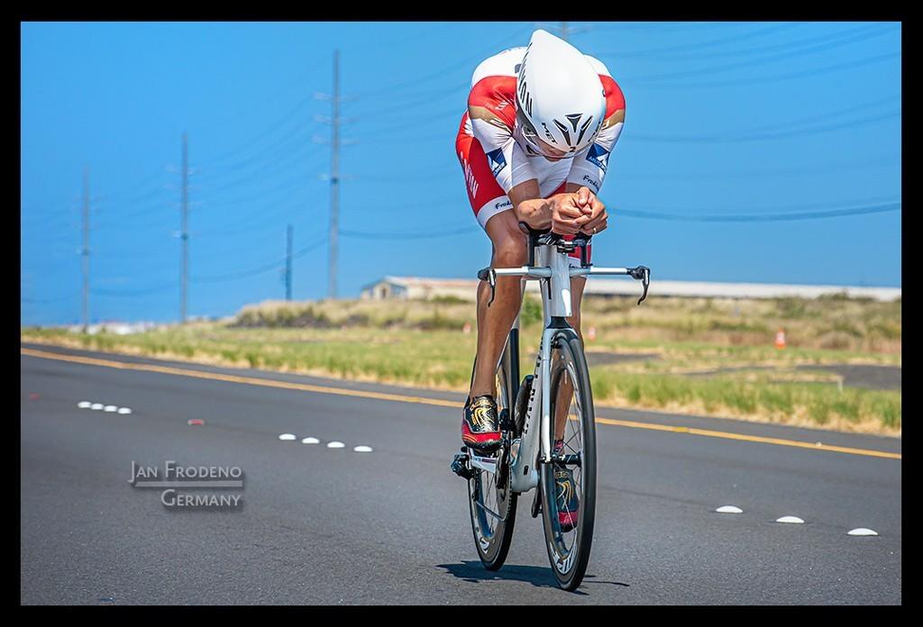 Ironman World Championship Jan Frodeno in Kona auf der Radstrecke auf der Landstraße