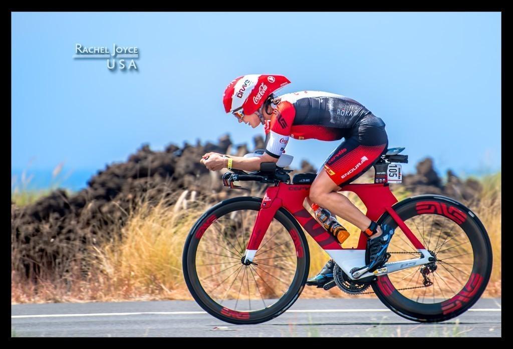 Ironman Weltmeisterschaft Rachel Joyce in Kona auf der Radstrecke auf der Landstraße