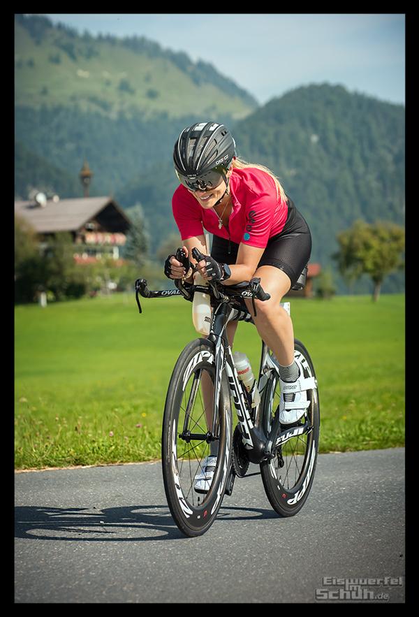 Radsporturlaub im Kaiserwinkl Radsportlerin auf Fuji Zeitfahrrad mit Everve