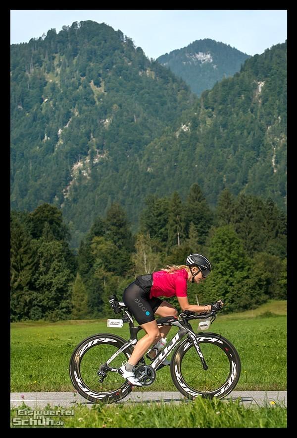 Radsportlerin auf Fuji Zeitfahrrad mit Bont Cycling Powertap und Everve Trikot und Hose