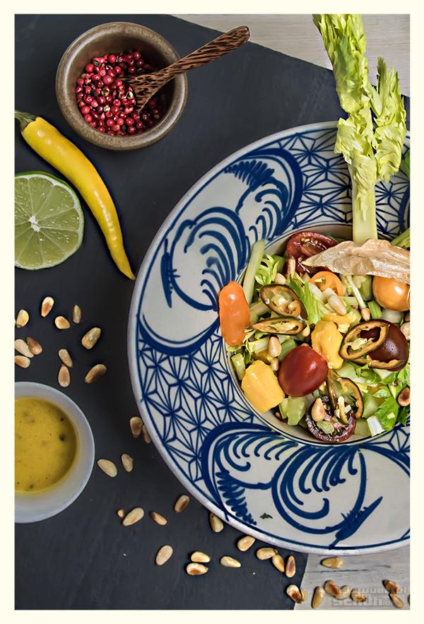 Sellerie Salat mit Mango und Limetten Chili Dressing veganes Rezept