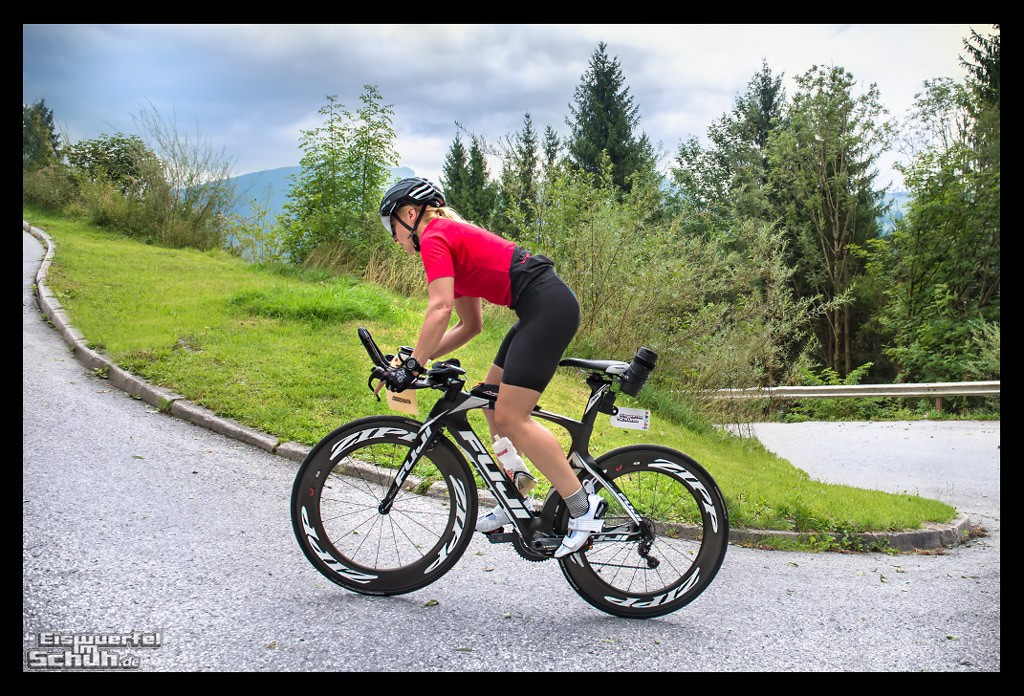 Triathletin um Training in Alpen mit PowerTap P1s Leistungsmesser