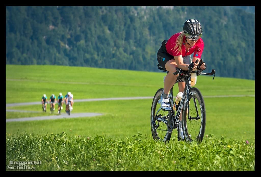 Triathletin um Training in Alpen mit PowerTap P1s Leistungsmesser
