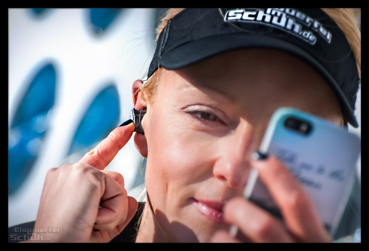 Läuferin mit kabellosen Jaybird RUN Kopfhörern