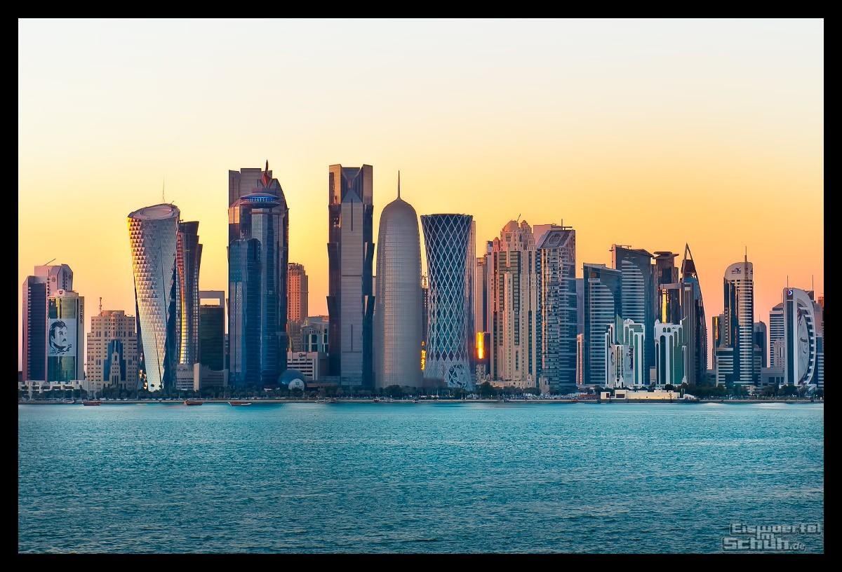 Skyline von Doha, Katar im Sonnenuntergang
