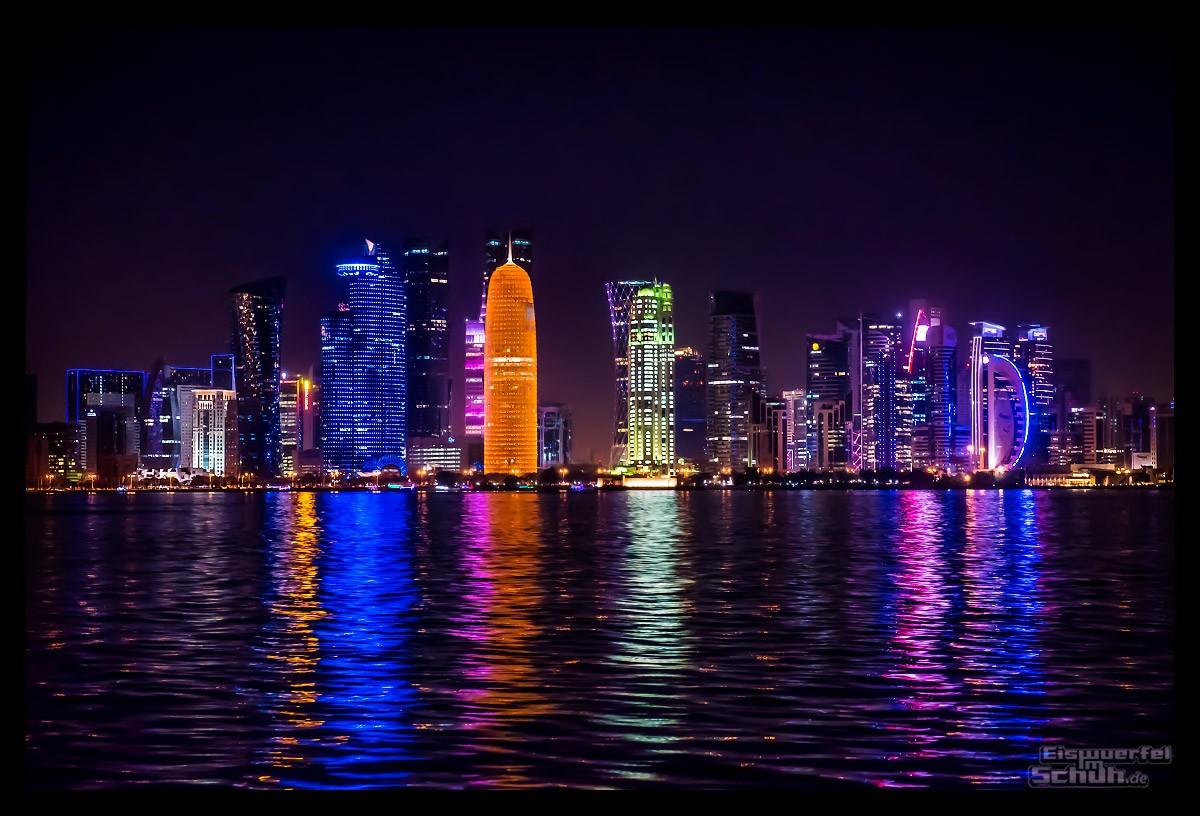 Skyline von Doha, Katar in der Nacht
