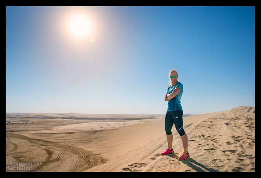 Läuferin in der Wüste von Katar