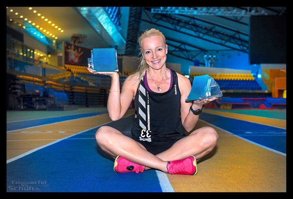 Din von EiswuerfelImSchuh beim Leichtathletik Hallentraining mit Startblöcken