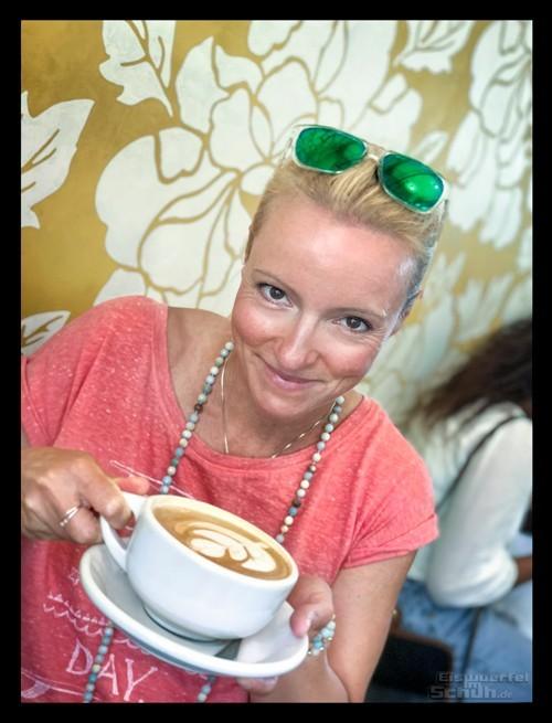 Milchkaffee mit frischer Mandelmilch