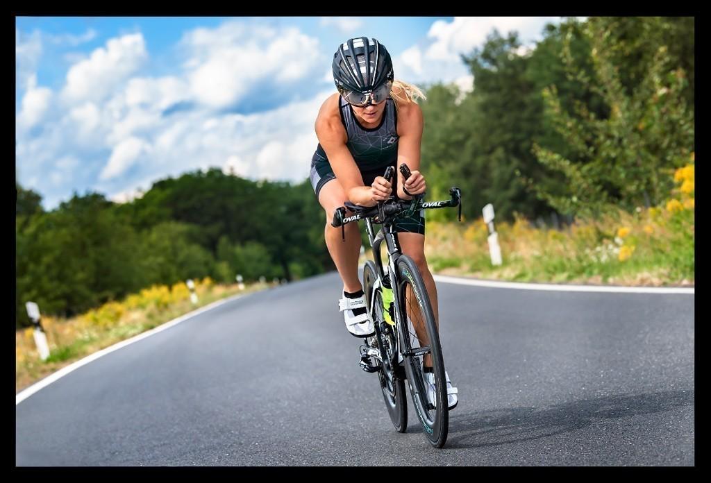 Triathlon Radtraining auf Zeitfahrrad mit RON Wheels Carbon Laufradset