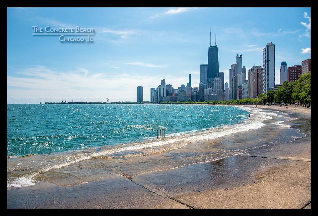 Chicago Skyline vom Concrete Beach aus mit Lake Michigan